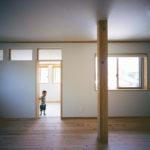 03:リビング、キッチンの様子、内装にもこだわっています