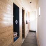 5、和室小上がり、キッチンを繋ぐ、玄関土間スペースです。