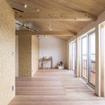 9,2階子供部屋は、現在1室利用。将来の部屋分けが簡易できます。床材は、吉野杉の無節30mmを使用。