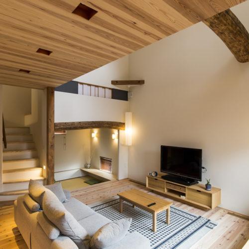 スキップフロアが生み出す贅沢空間の家 リビング02