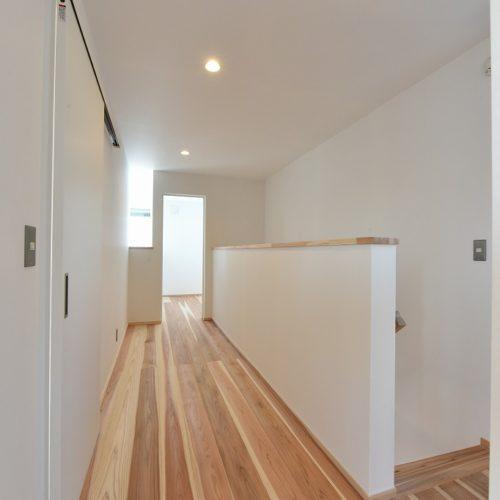 モクレンの家 廊下01