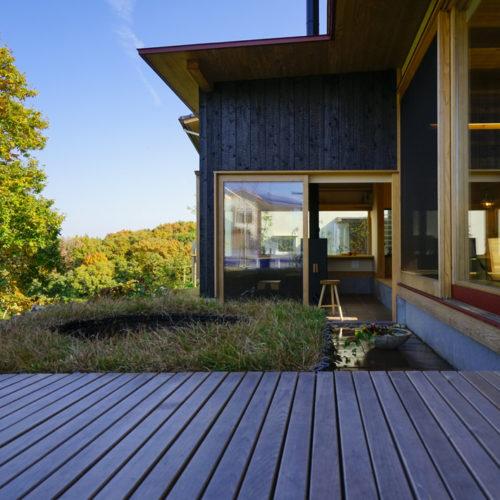 里山の木の家 テラスと外構