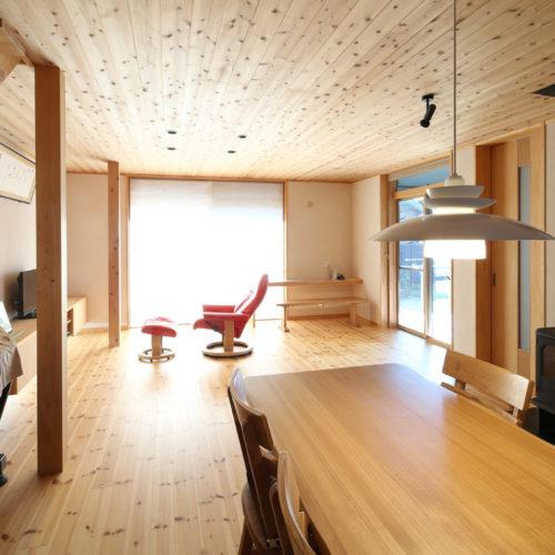 薪ストーブのある自然素材の家 リビング・ダイニング01