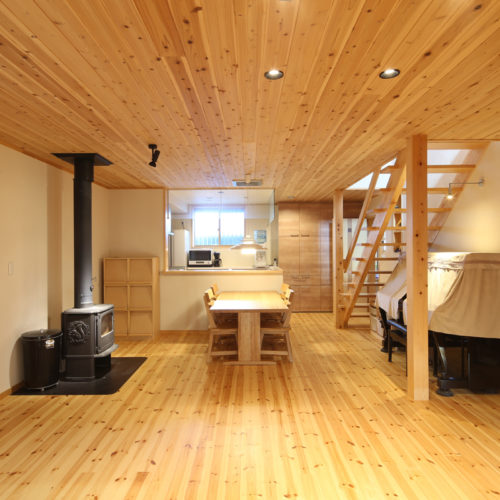 薪ストーブのある自然素材の家 リビング・ダイニング02