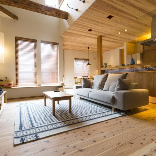 スキップフロアが生み出す贅沢空間の家 リビング