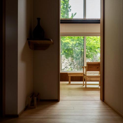 逆瀬川の家 玄関01