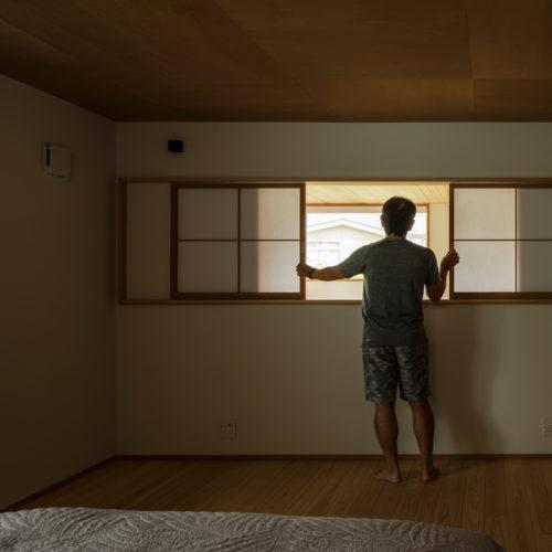 逆瀬川の家 寝室からの眺め02
