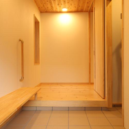 自然素材の快適3世代住宅 玄関ホール