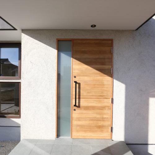北欧とクールモダンが融合した家 オリジナル玄関扉