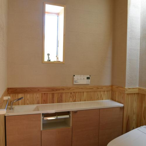 薪ストーブのある自然素材の家 トイレ