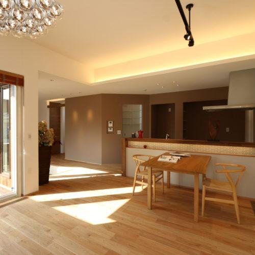 吹抜けのような広さを実現した開放的なリビングの家