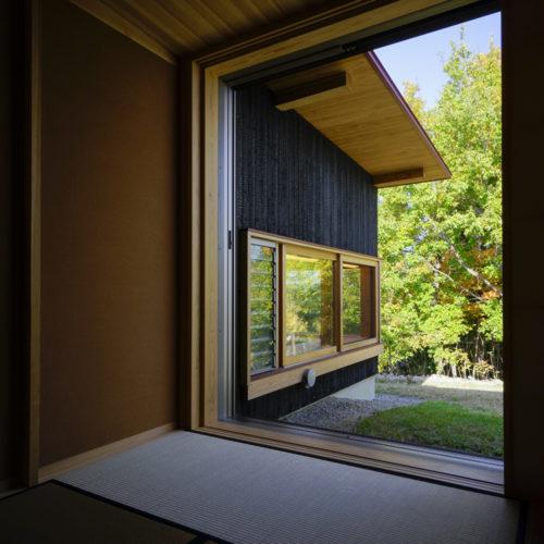 里山の木の家 和室からの景色