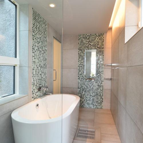 中庭のある家 在来工法の浴室