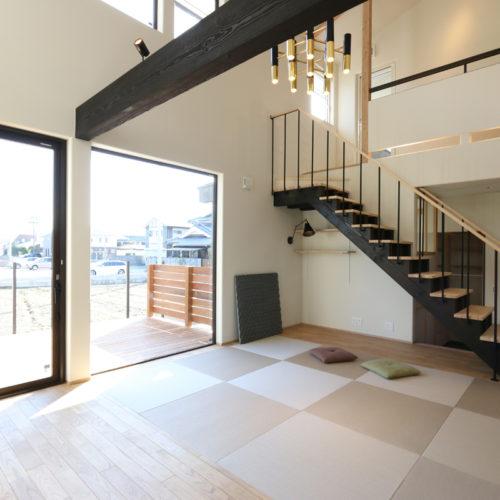 北欧とクールモダンが融合した家 畳空間