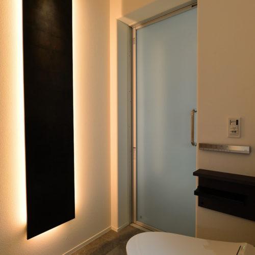 中庭のある家 トイレと間接照明