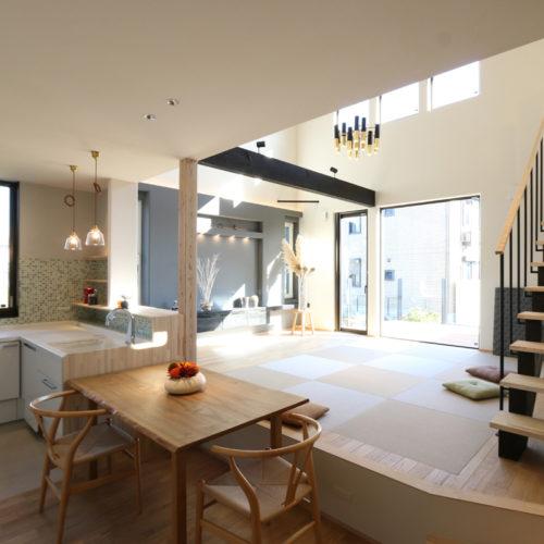 北欧とクールモダンが融合した蓄熱床暖房の家