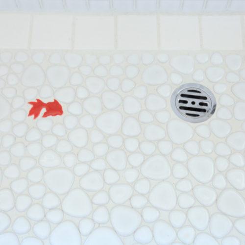 東難波思い出を残して暮らしやすくした家 金魚が住む洗面ボウル