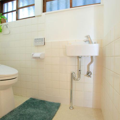 東難波思い出を残して暮らしやすくした家 懐かしさと新しさが同居するトイレ