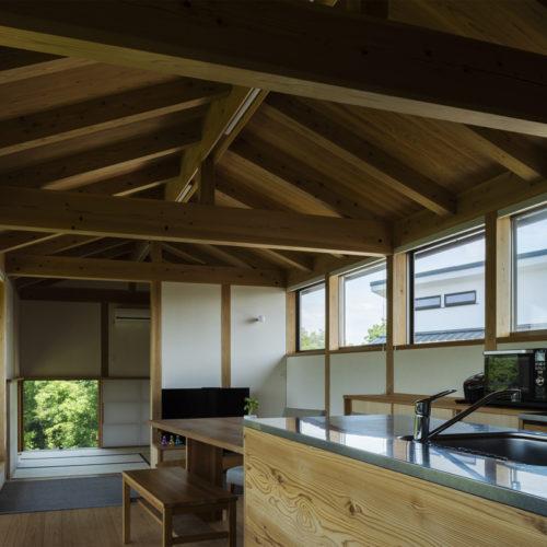 地形を生かした木の家 キッチン