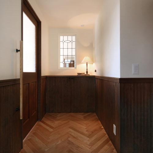 上質なオーク材ヘンリボーン貼りの玄関ホール