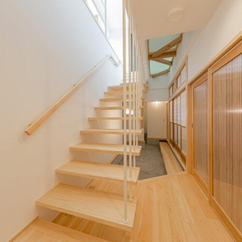 山手町の家-階段