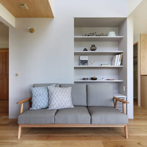 坪数を抑えながらも天井の高低差をつけて広がりを感じさせる演出
