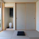 ダイニングとつながる和室はモダンな雰囲気に